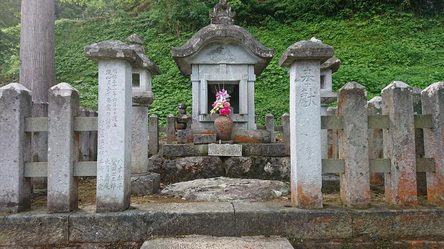 一乗谷にある朝倉義景墓所